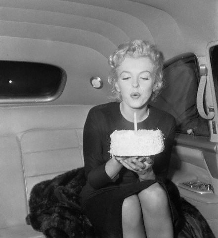 Marilyn Monroe with birthday cake