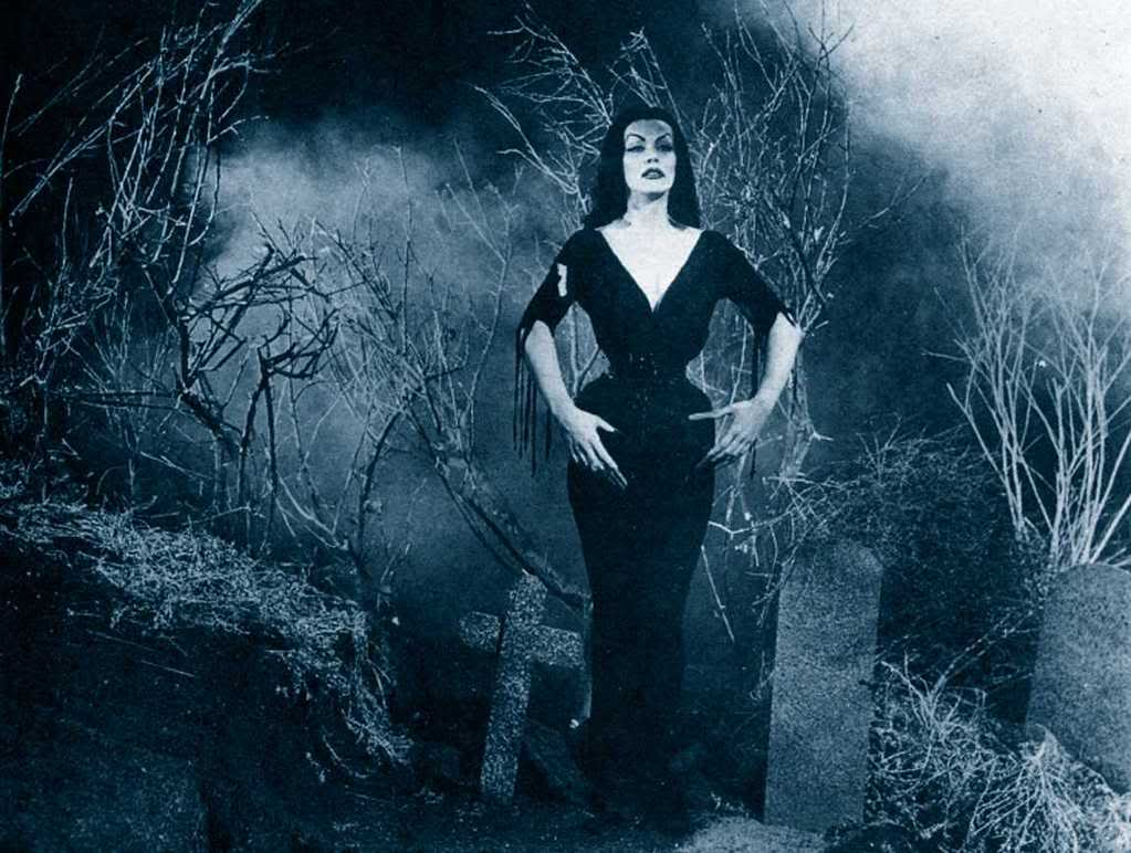 Picture of the week end 53d vampira vs elvira for From outer space