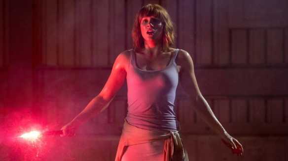 Bryce Dallas Howard in Jurassic World - Look, she's also holding a flare!